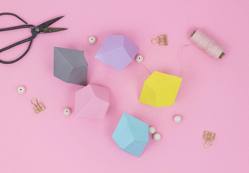 diy deko schnell und einfach papierdiamanten falten. Black Bedroom Furniture Sets. Home Design Ideas